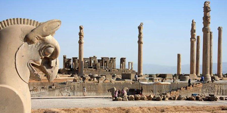 کرایه ون در شیراز برای سفرهای درون شهری و برون شهری و دیدن اماکن تاریخی